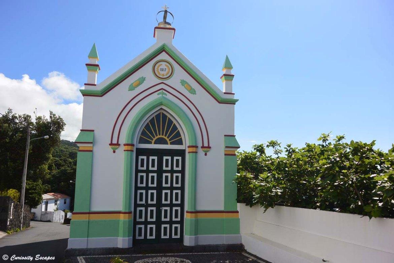 Chapelle colorée sur Pico aux Açores