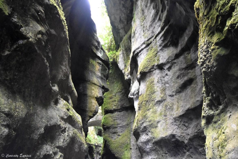 Apparition de visages sur les roches des gorges du Fier, Haute-Savoie