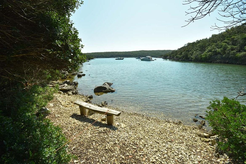 Crique déserte à Punta Kriza sur l'île de Cres