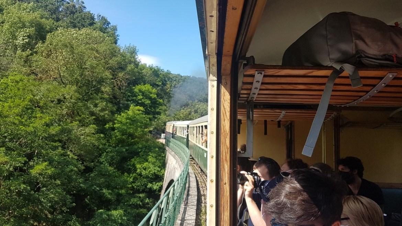 Fenêtre ouverte du train à vapeur Mastrou, Ardèche