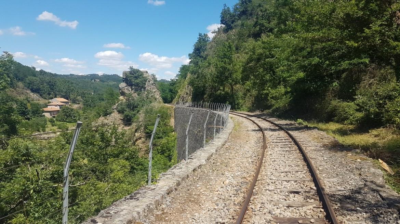 Vélorail passe sur un viaduc, Ardèche