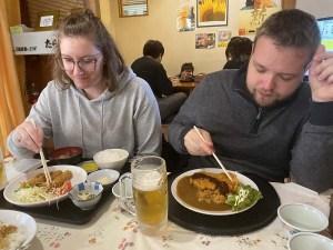 Repas au restaurant dans la ville d'Unzen, Japon