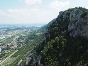 Les falaises du château de Crussol en Ardèche