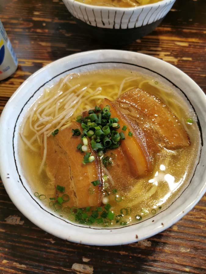 Restaurant de ramen à Taketomi Jima, Japon sous les tropiques