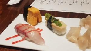 Repas gastronomique dans un ryokan au Japon