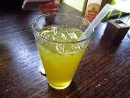 Liquore al Tè Verde Fatto in Casa Ricetta.