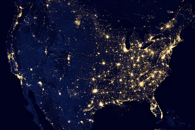 As luzes iluminam as cidades dos Estados Unidos nessa maravilhosa fotografia