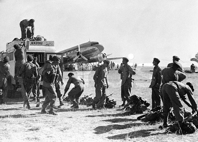 Indian Soldiers Land in Srinigar