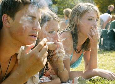 adolescentes-fumando[1]