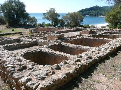 Ruínas de uma das Tróias (a cidade teve que ser reconstruída várias vezes)