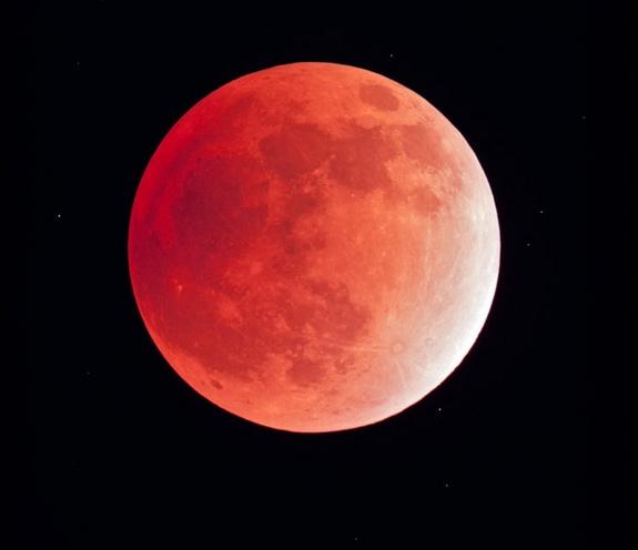red-moon-skywatcher[1]