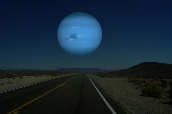 if-neptune-was-as-close-to-earth-as-the-moon[1]