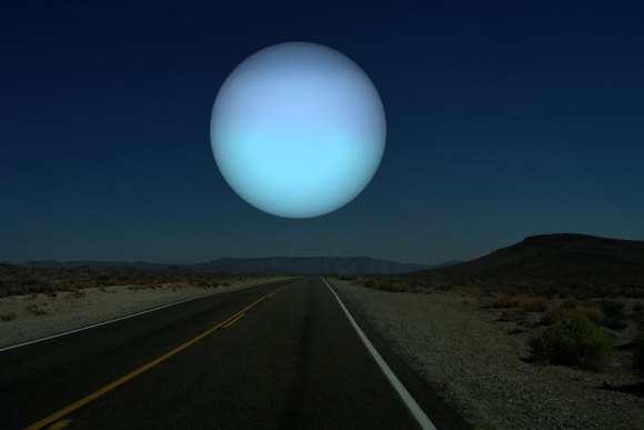 if-uranus-was-as-close-to-earth-as-the-moon1[1]