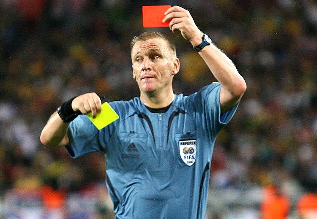 O árbitro inglês Graham Poll, durante partida polêmica no empate entre Austrália e Croácia