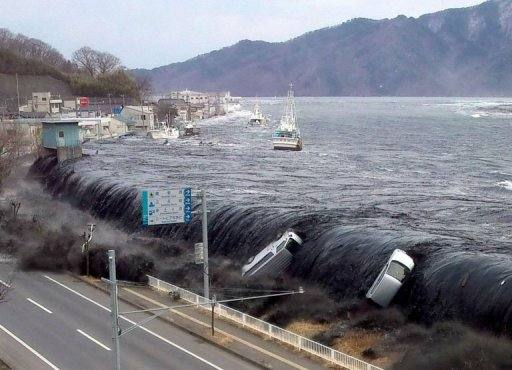 size_590_tsunami-onda-japao[1]