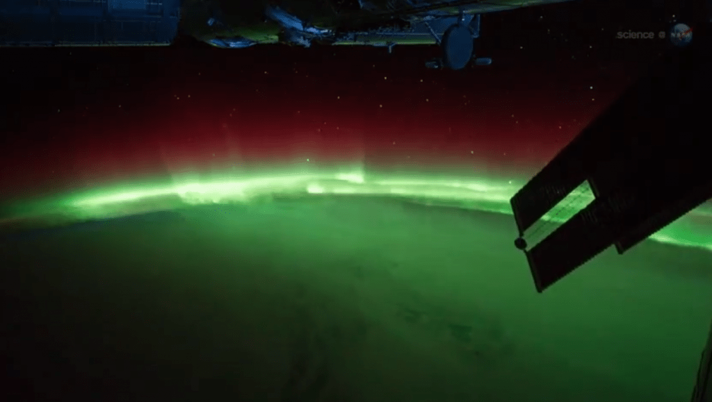 northern-lights-space-station[1]