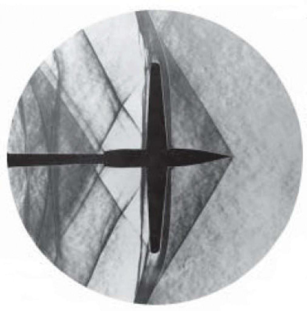 Modelo de avião em um túnel de vento com ondas de choque