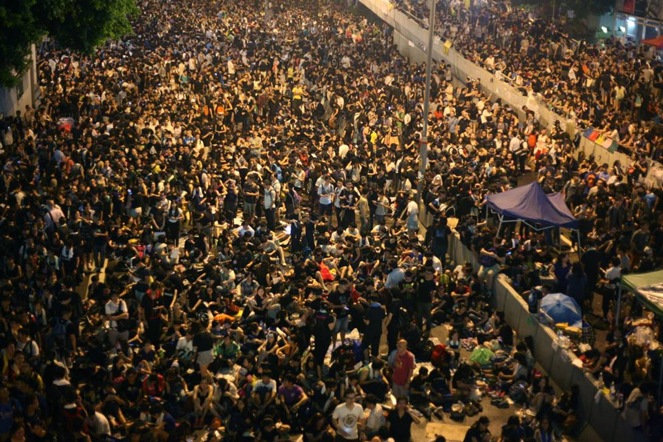 large number of prootesters in Hong Kong