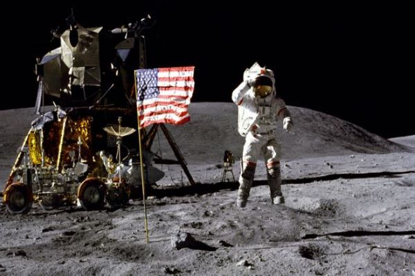 neil amstrong on moon