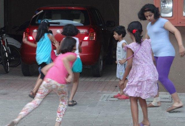 Oonch Neech Ka Papda outdoor games