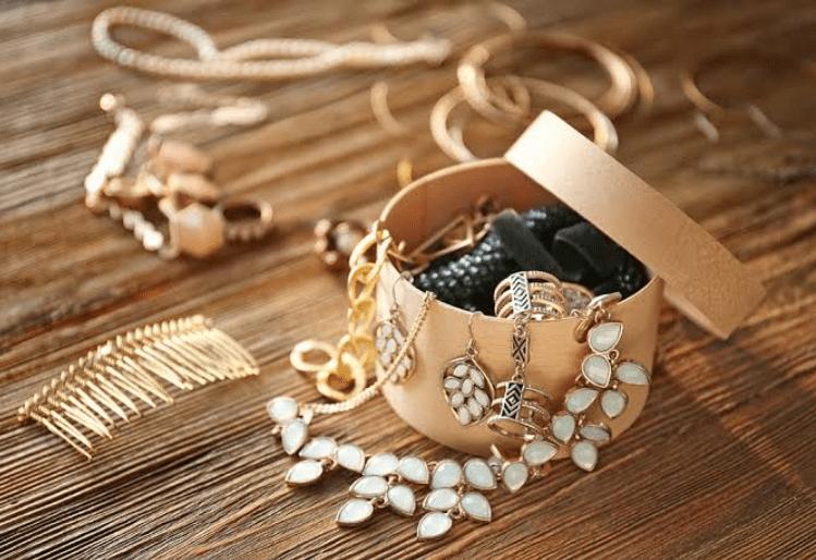 Artificial Jewelry organized