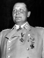 Göring ayudado por unos judíos