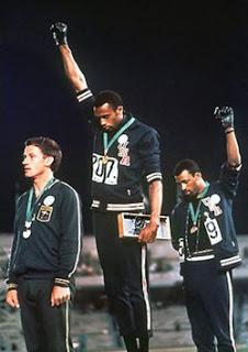 El blanco del podio negro de 1968