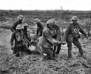 Camilleros en agosto de 1917