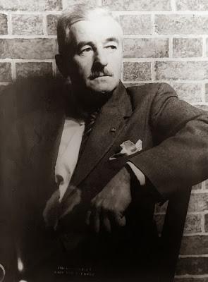 El valor de un título académico para Faulkner