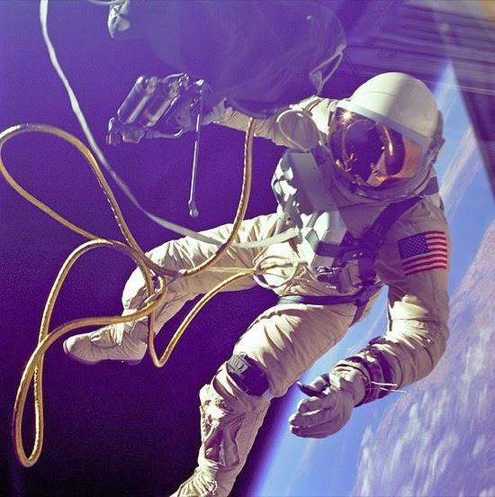 Un guante perdido en el espacio