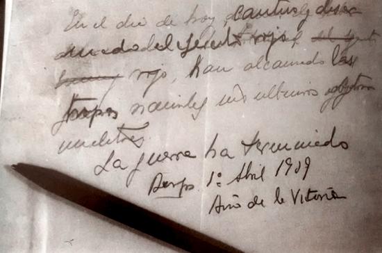 El borrador del último parte de guerra, escrito por Franco
