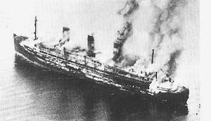 El barco Cap Arcona ardiendo