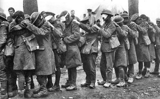 Tropas de la 55 División Británica (West Lancashire) cegadas por gas lacrimógeno durante la Batalla de Lys, el 10 de abril de 1918.