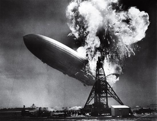 El desastre del Hindenburg. Foto de Sam Shere (1937)