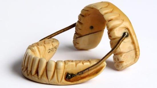 Otra dentadura hecha artesanalmente, sin piezas reales
