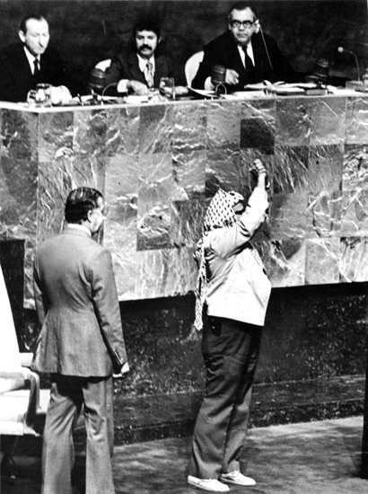 Yasser Arafat en la ONU en 1974