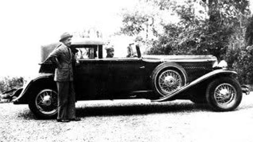 Alfonso XIII fue rey desde antes de nacer y se exilió conduciendo su propio coche