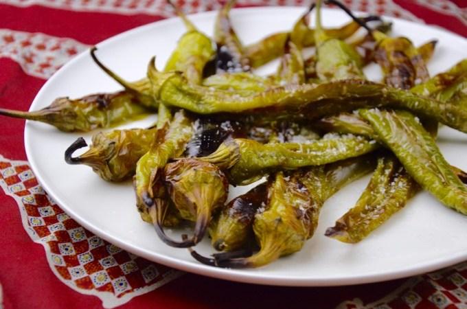 Recept Geblakerde groene pepers