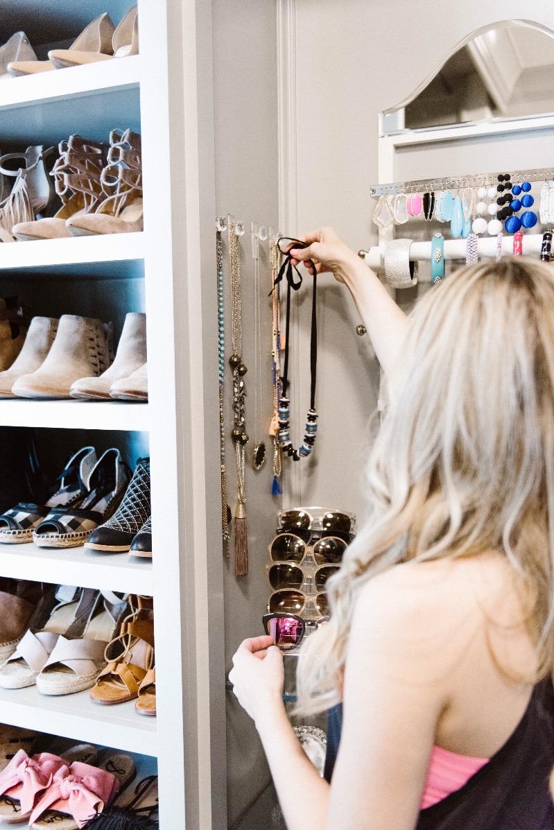 master-closet-organization-ideas-command-hooks  Curls and Cashmere