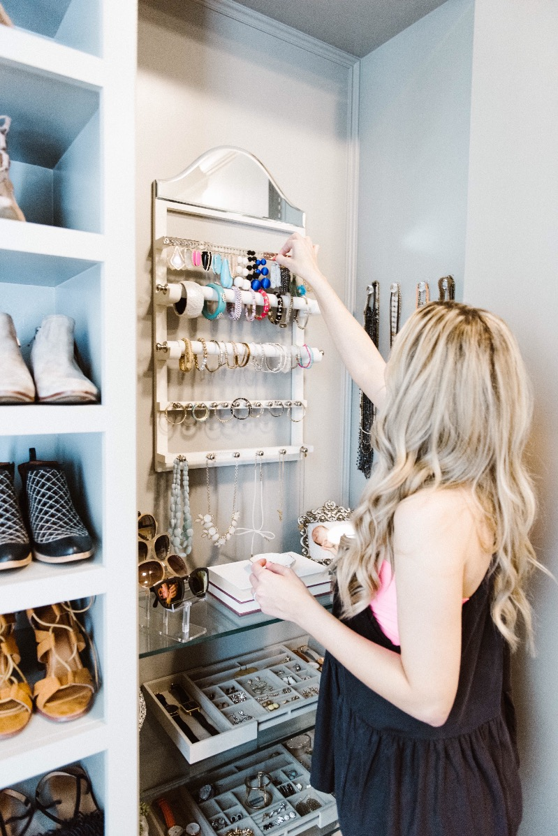 master-closet-organization-ideas-jewelry-organizing ...