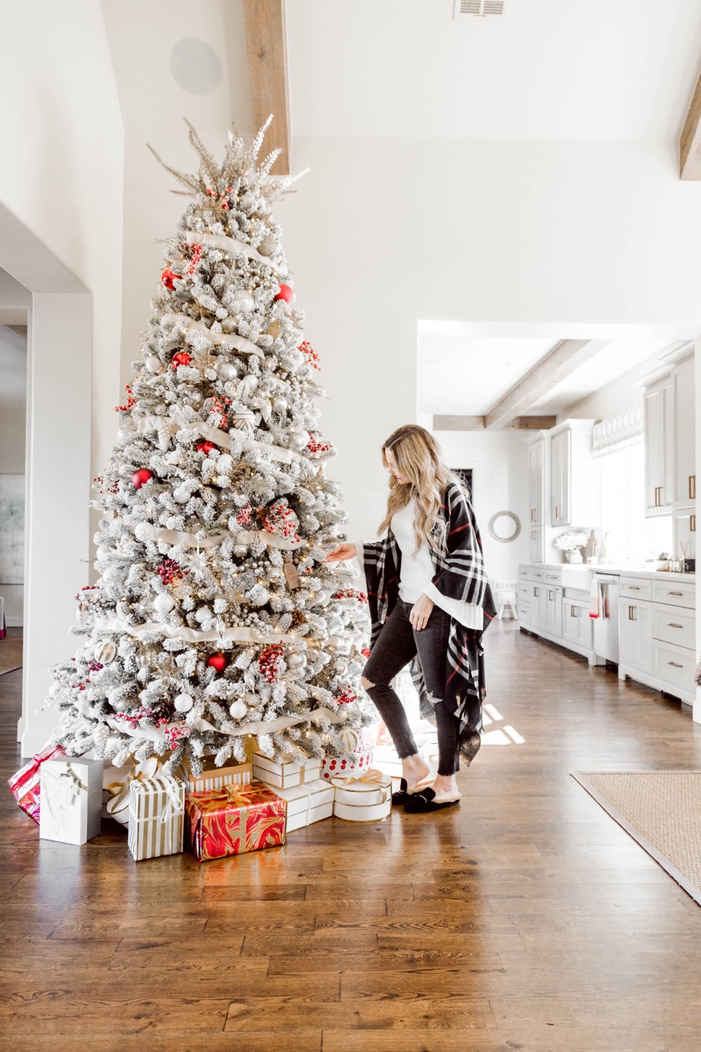 How to Decorate a Flocked Christmas Tree--5 Things you ...