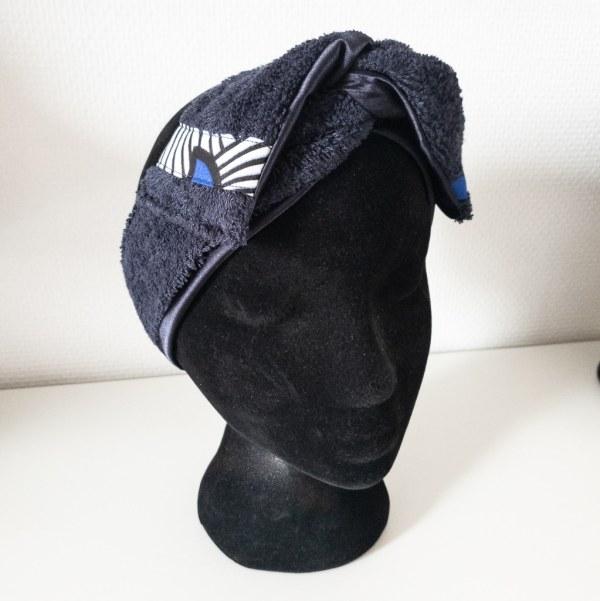 bandeau de sport et cosmétique en satin et éponge curly nights bleu marine