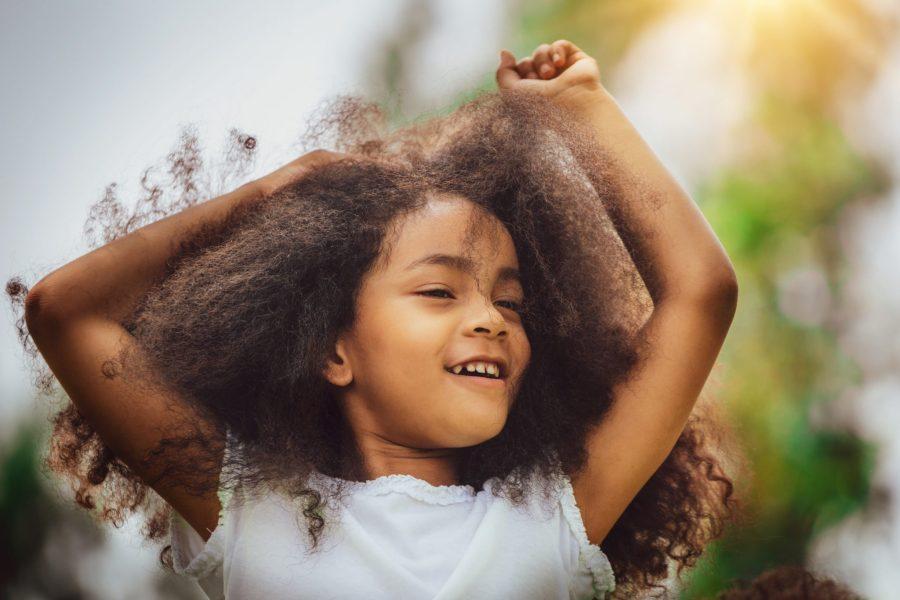 cheveux bouclés, cheveux crépus, cheveux frisés, enfant, coiffures