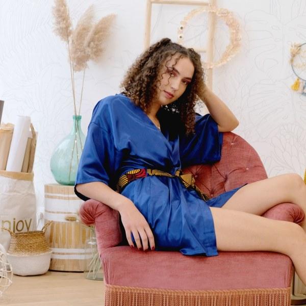 kimono déshabillé chemise nuit portefeuille satin bleu marine ceinture wax
