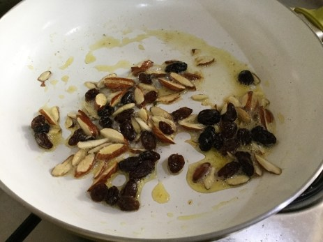 roasting-nuts-and-raisins