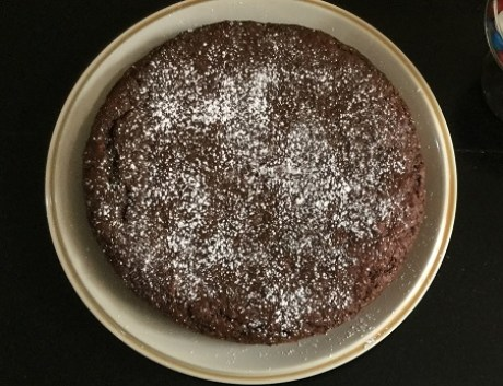 cake-with-icing-sugar