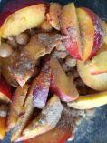 Kikkererwten en nectarine plakjes bestrooid met Amchoor
