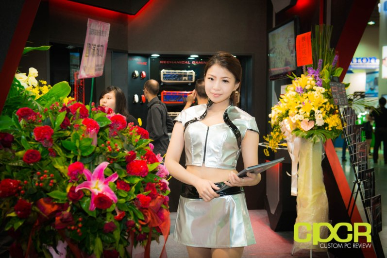 computex-2014-mega-booth-babes-gallery-custom-pc-review-40
