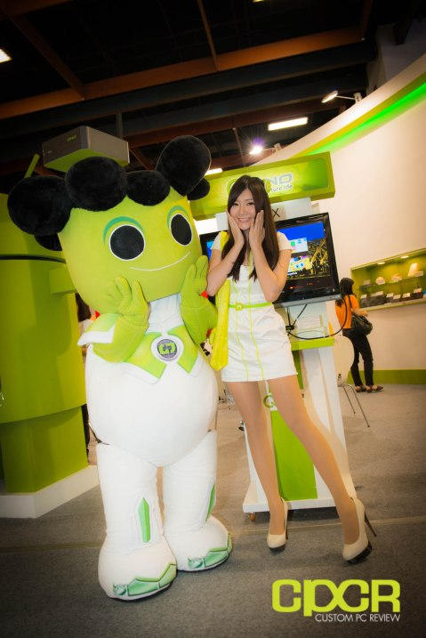 computex-2014-mega-booth-babes-gallery-custom-pc-review-86