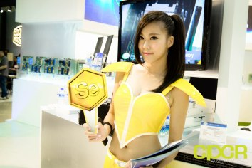 computex-2015-ultimate-booth-babe-gallery-custom-pc-review-55